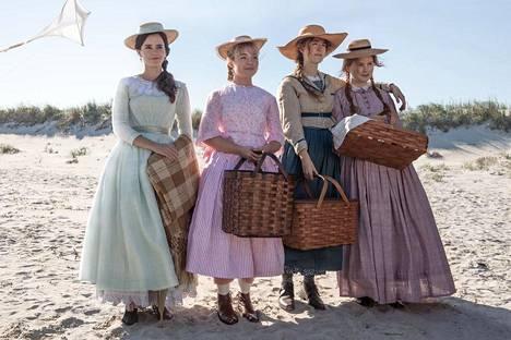 Pikku naiset ryhmäkuvassa. Vasemmalta Emma Watson, Florence Pugh, Saoirse Ronan ja Eliza Scanlen.