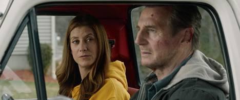 Kate Walsh ja Liam Neeson esittävät Honest Thief -elokuvassa pariskuntaa, joka yrittää turvata tulevaisuutensa.