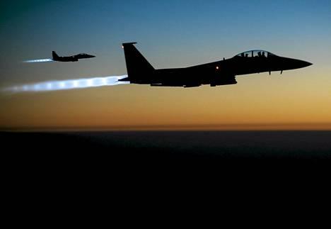 Yhdysvaltojen ilmavoimien F-15E Strike Eagle -koneet jylisivät Syyrian taivaalla.