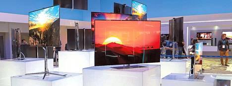 Samsung esitteli Berliinin kodintekniikkamessuilla uutuuttaan, isoa oled-televisiota. Tarkkaa hintaa ei vielä kerrottu, mutta se on tuhansia euroja.