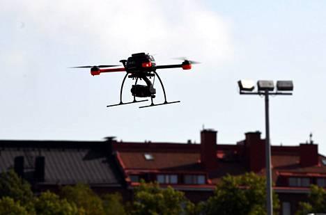 Onnettomuustutkintakeskus haluaa parantaa drone-ilmailun lentotiedottamista.