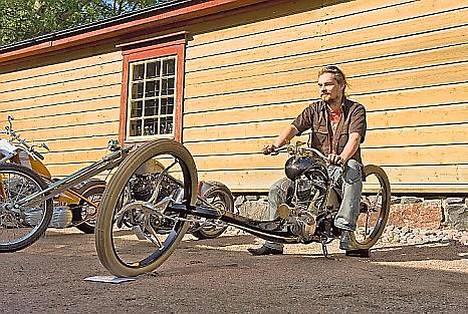 Käsityönä tehdyt moottoripyörät herättivät ihmetystä Suomenlinnassa