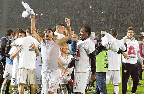 Carpin pelaajien juhlat olivat ylimmillään 28. huhtikuuta, kun nousu Serie A:han varmistui neljä kierrosta ennen kauden loppua.