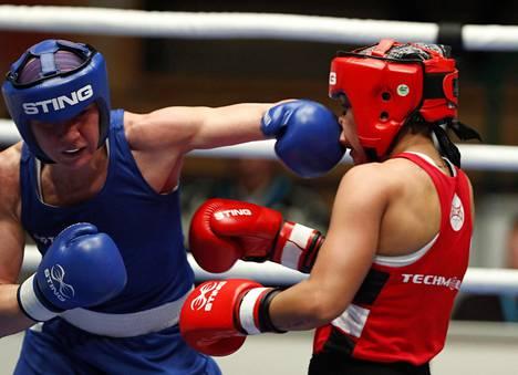 Mira Potkonen (vas.) voitti lokakuussa Tammer-turnauksessa Englannin Shanice Jamesin.