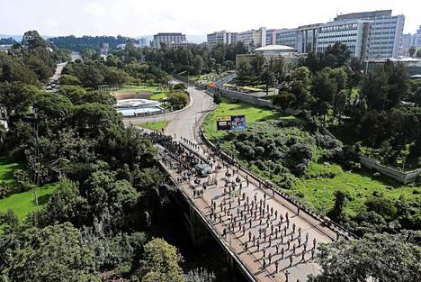 Meles Zenavin hautajaissaattue kulki läpi Addis Abeban.
