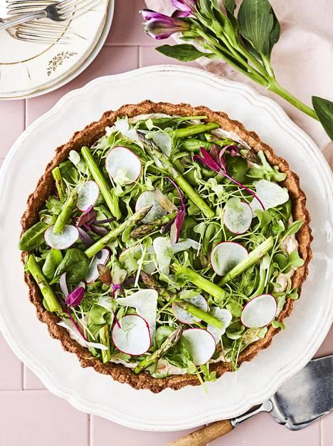 Salaattipiirakka on herkku, jonka pystyy hyvin valmistelemaan etukäteen.