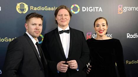 Juha Perälä (vas.), Jaajo Linnonmaa ja Anni Hautala.