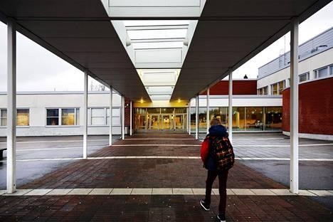 Sisäilmaongelmista on kärsinyt muun muassa Vantaan Hämeenkylän koulu.
