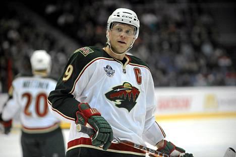 Minnesotan Mikko Koivu syötti kolme maalia ottelussa New York Islandersia vastaan.