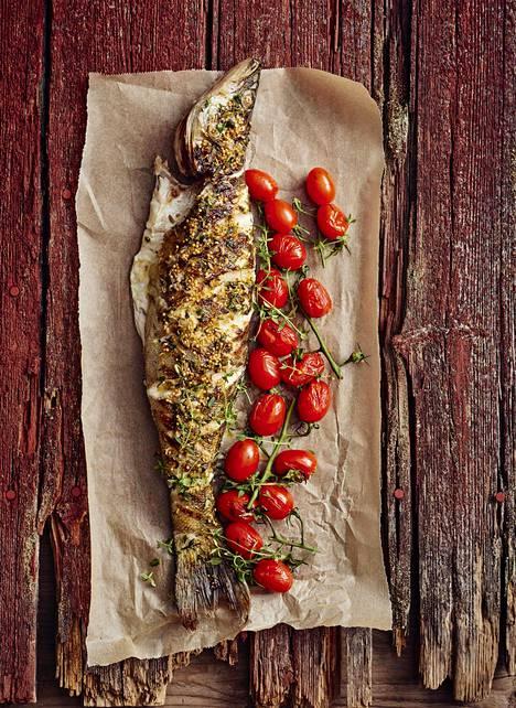 Kokonaisena grillattu kuha on rapea herkku, jonka valmistaminen vaatii hieman kalankäsittelytaitoa.