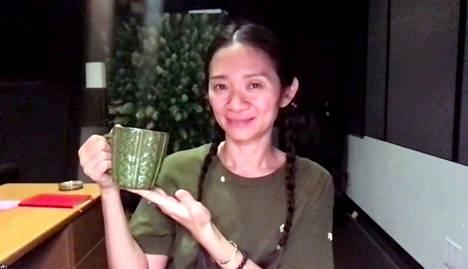 Ohjaaja Chloé Zhao palkittiin helmikuussa parhaan ohjaajan Golden Globe -palkinnolla.