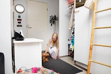 Nuorisosäätiö myi kesäkuussa Sörnäisten Suvilahdentiellä sijaitsevan kerrostalon. Uusi omistaja ilmoitti heti, että se nostaa Riikka Marshin kaksion ja 156 muun asukkaan vuokraa 15 prosenttia heti ensi vuoden alussa.