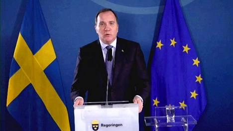 Pääministeri Stefan Löfven tiedotustilaisuudessa 16. marraskuuta.