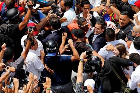 Opposition kannattajat ottivat sankoin joukoin vastaan johtajansa Juan Guaidon maan pääkaupungissa Caracasissa.