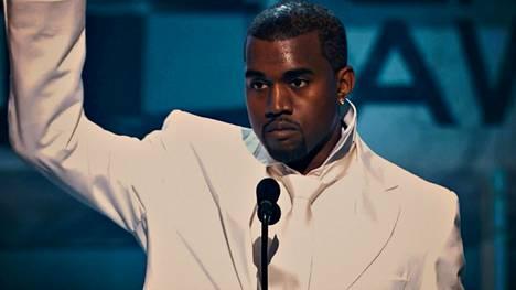 Kanye West esitti hittinsä Jesus Walks helmikuussa 2005 Grammy-gaalassa Los Angelesissa. Hän sai siitä Grammy-palkinnon, kuten ensialbumistaan The College Dropout. Kolmannen Grammynsa West sai Alicia Keysin levyttämästä laulusta You Don't Know My Name.