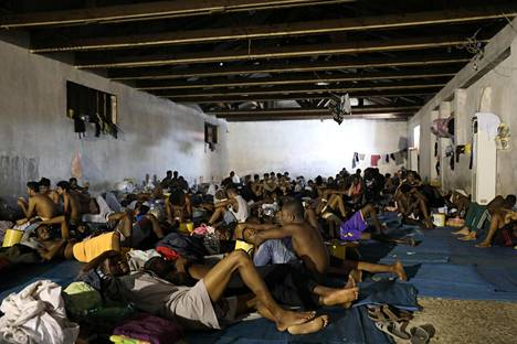 Siirtolaisia maahanmuuttoviranomaisten tiloissa Tripolissa syyskuussa.