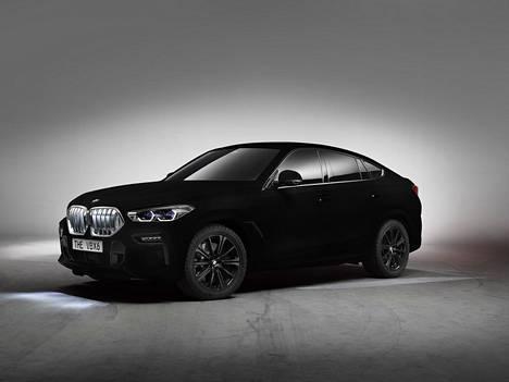 BMW X6 Vantablack on niin musta, että se imee noin 99 prosenttia näkyvästä valosta ja näyttää siksi melkein kaksiulotteiselta.