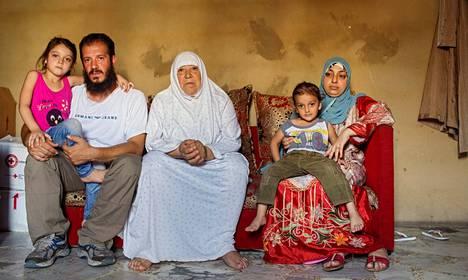 Nabil al-Qassem muutti Syyriasta Libanonin Tripoliin tyttärensä Judyn, 5, äitinsä Khadijen, poikansa Firasin, 3, ja vaimonsa Waadin kanssa.