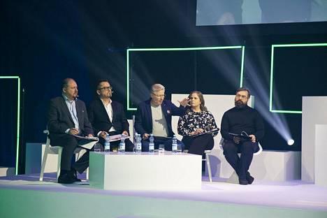 Tuomariston jäsenet ovat S-ryhmän Ilkka Alarotu (vas.) , Finlaysonin Jukka Kurttila, Jyrki Sukula, tuotekehitysyhtiö Foodwestin Suvi Luoma ja sijoittaja Indrek Kasela.