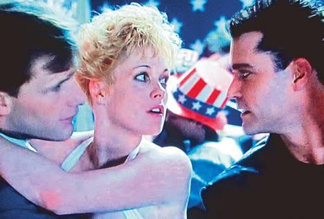 Charlien (Jeff Daniels, vas.) ja Lulun (Melanie Griffith) kuviot mutkistaa Ray (Ray Liotta).