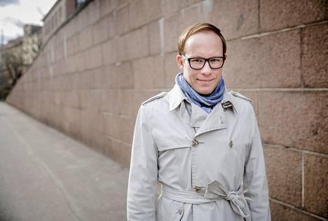 """Lasse Männistö on innoissaan uudesta työstään Mehiläinen-konsernissa. """"Hyvinvointiyhteiskunnan pelastaminen riippuu sosiaali- ja terveydenhuollon uudistamisesta"""", Männistö sanoo."""