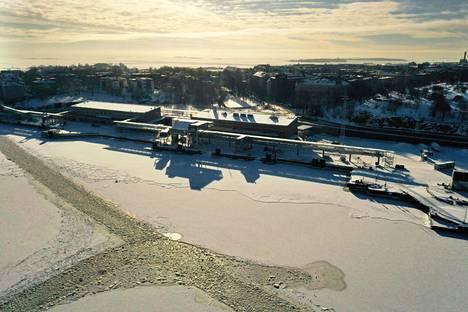 Eteläsatama kuvattuna 12. helmikuuta 2021. Alueelle suunnitellaan uutta arkkitehtuuri- ja designmuseota sekä toimitilarakentamista.