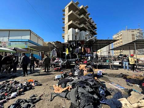 Pommit räjähtivät Tayaranin torilla Bagdadissa torstaina.