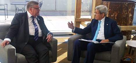 Timo Soini tapasi Yhdysvaltain ulkoministeri John Kerryn Alaskassa syyskuussa.
