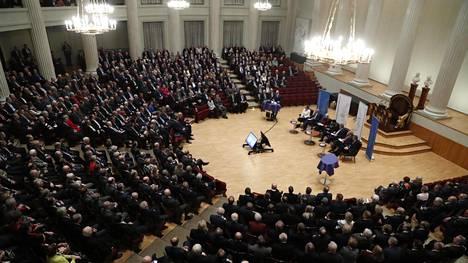 Presidenttiehdokkaat väittelivät Helsingin yliopiston juhlasalissa Maanpuolustuskurssiyhdistyksen järjestämässä vaalipaneelissa.