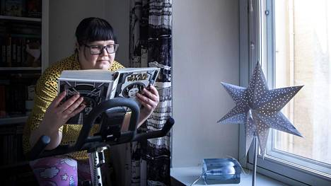 Elina Havu ja hänen poikansa eivät pääse talvilomalla Pohjois-Pohjanmaalle isovanhempien luo, mutta he menevät staycationille Clarion-hotelliin ja katsovat siellä kaikki Star warsit.