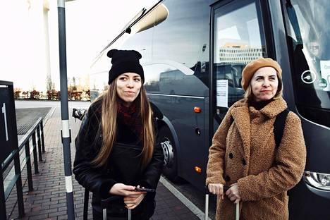 Ukrainalaiset Kate ja Natalia halusivat antaa HS:lle vain etunimensä. Lentoliput Ukrainaan oli ostettu, mutta Kööpenhaminan lentokentälle he eivät enää Malmöstä päässeet.