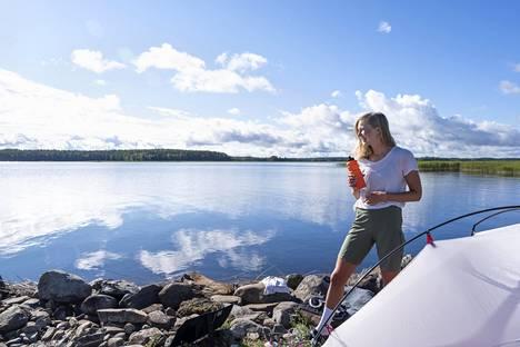 Ajatus Suomen kiertämisestä tuli mieleen nopeasti sen jälkeen, kun Palosaari sai kuulla, että kesän työt oli peruttu. Islanti ja Norja vaihtuivat kesään Suomessa. 14. heinäkuuta Palosaari leiriytyi Rääkkylässä Pyhäselän rannalla.