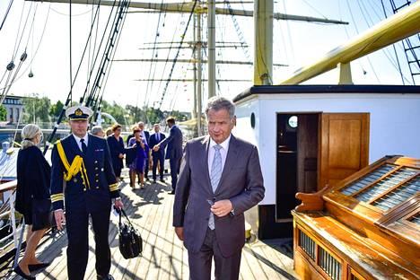 Presidentti Sauli Niinistö tapasi Ahvenanmaan maakunnan edustajia museolaiva Pommernilla Maarianhaminassa tiistaina.