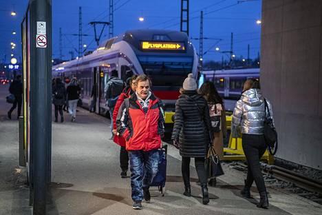 Postin tukilakko uhkaa myös junaliikennettä. Kuva maanantaiaamulta Helsingin rautatieasemalta.