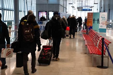 Eckerö Linen Finlandia-aluksen matkustajia saapui tiistai-iltapäivällä Länsiterminaaliin.