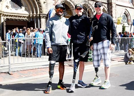 Andre Slay (vas.), Jeff Glasbrenner ja Chris Madison valmistautuivat Bostonin maratoniin. He kaikki ovat menettäneet onnettomuudessa oikean jalkansa ja juoksevat proteesin avulla.