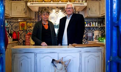 Marjaliisa ja Raimo Luokomaa haluavat palata Suomeen, koti-ikävää ja lastenlapsia hoitamaan.