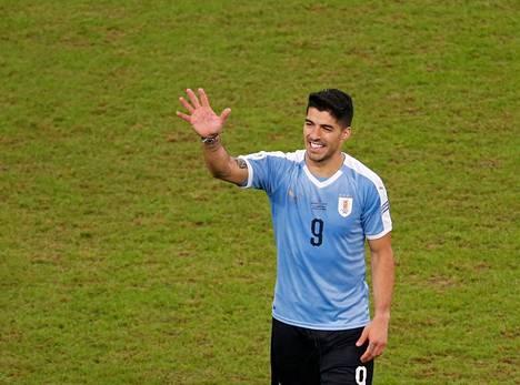 Luis Suarez teki maalin Japania vastaan, mutta se ei riittänyt Uruguaylle voittoon.