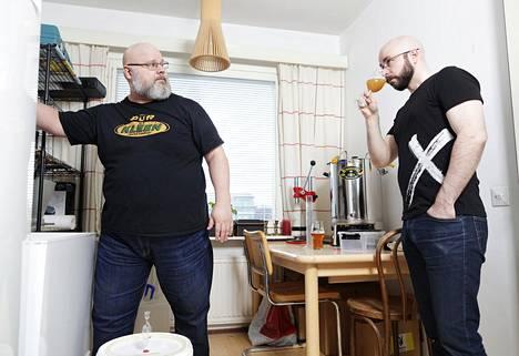 Jouni Ranisen ja Pekka Vesalan kotipanimossa valmistuu tällä hetkellä Oktoberfestiin sopiva olut.
