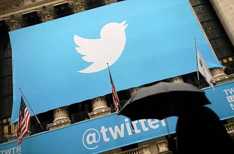 Twitter-mikroviestipalvelun logo oli esillä New Yorkin pörssin edustalla vuonna 2013.