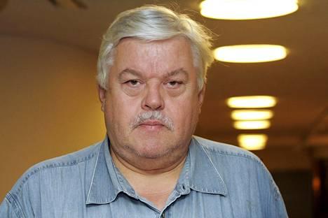Perussuomalaiset erotti Olli Sademiehen puolueestaan syyskuussa Sademiehen nettikirjoittelun takia.