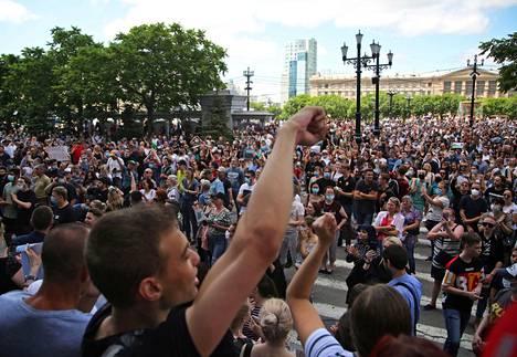 Pidätetyn kuvernöörin tueksi järjestetty mielenosoitus keräsi viime lauantaina Habarovskin keskustaan arviolta 30000 mielenosoittajaa.