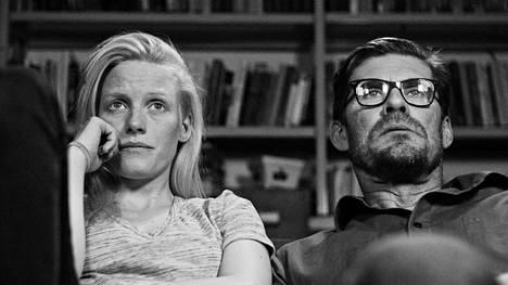 Laura Birn ja Tommi Korpela näyttelevät näyttelijää ja kirjailijaa elokuvassa Tyhjiö.
