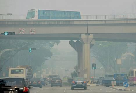 Savusumu vaikeutti singaporelaisten elämää edelleen perjantaina, jolloin ilmansaasteindeksi nousi uuteen ennätykseen.