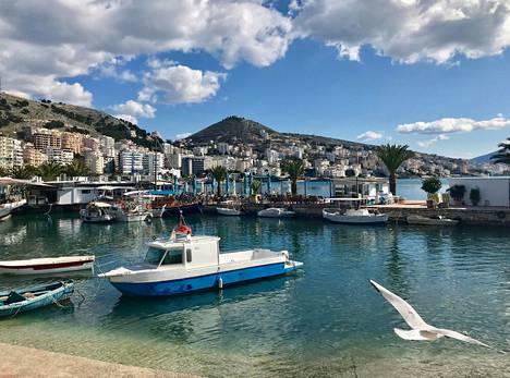 Etelä-Albaniassa, kuten Sarandan rantalomakaupungissa, on kreikkalaista tunnelmaa.