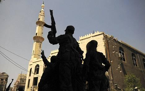 Syyrian presidentti Bashar al-Assadille uskollisia taistelijoita Mleihan kaupungissa.