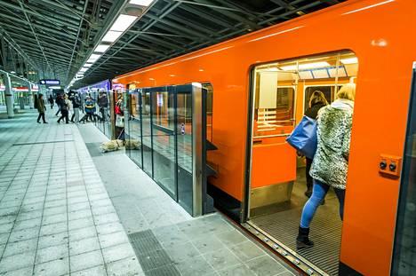 Metron laituriovia kokeiltiin Vuosaaren metroasemalla vuonna 2014.
