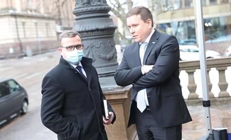 Kokoomuksen puheenjohtaja Petteri Orpo ja perussuomalaisten eduskuntaryhmän puheenjohtaja Ville Tavio kuvattiin Säätytalolla helmikuussa.