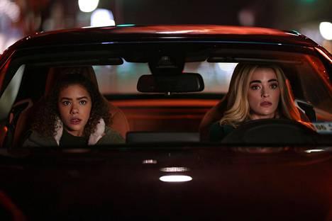 Komediasarjassa Ginny (Antonia Gentry) ja Georgia (Brianne Howey) muuttavat parin vuoden välein.