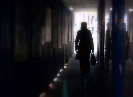 Valtaosa poliisin etsimistä kadonneista on muistisairaita vanhuksia. Kuvan henkilö ei liity tapauksiin.